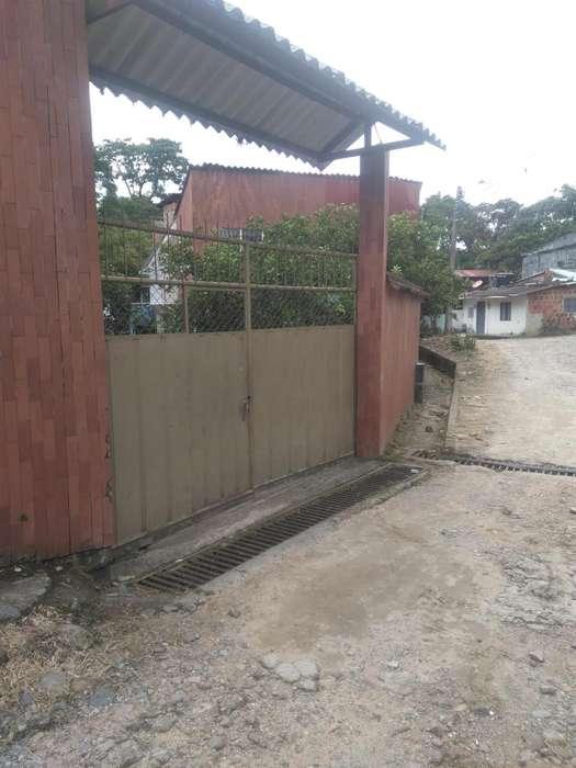 Casa área urbana Acacías, Meta más 2 cabañas independientes.