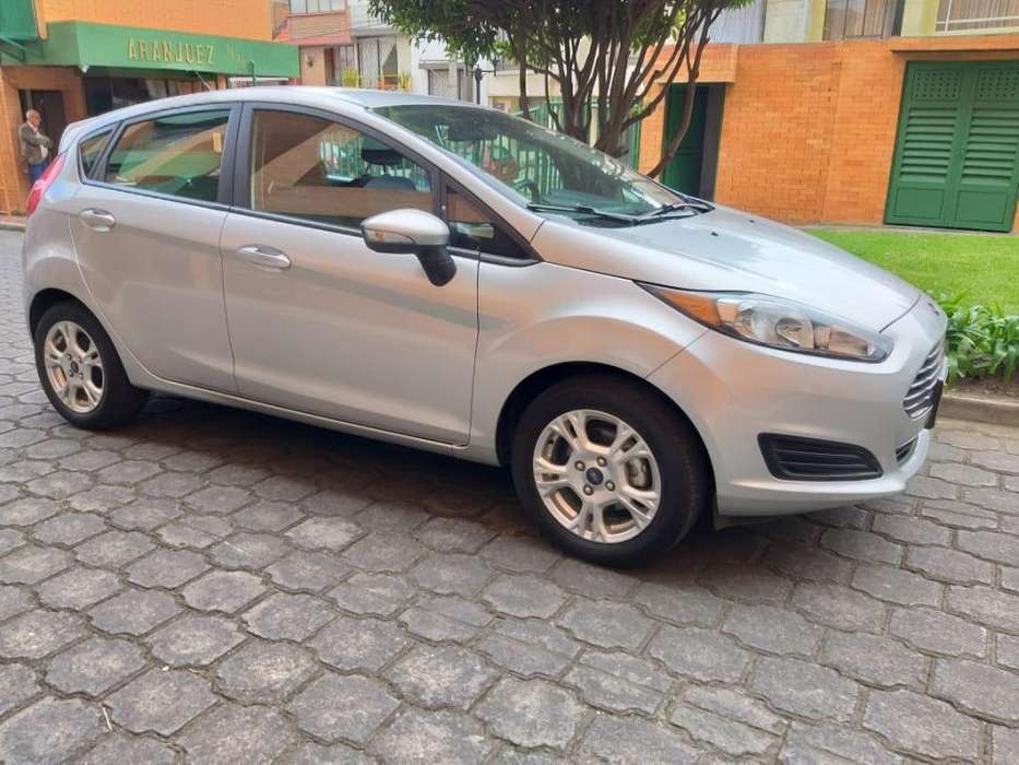 Ford Fiesta  2016 - 15700 km