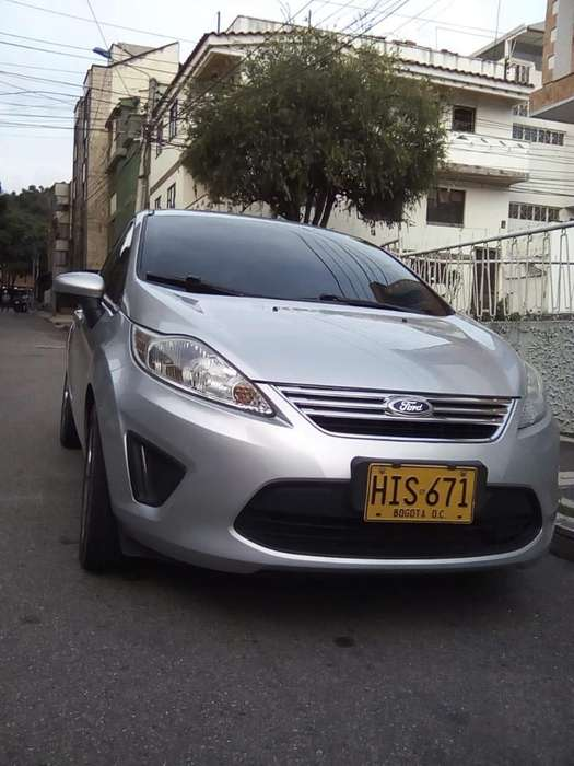 Ford Fiesta  2013 - 82000 km