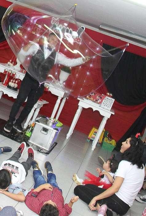 show de burbujas gigantes para fiestas infantiles en Lima-Peru