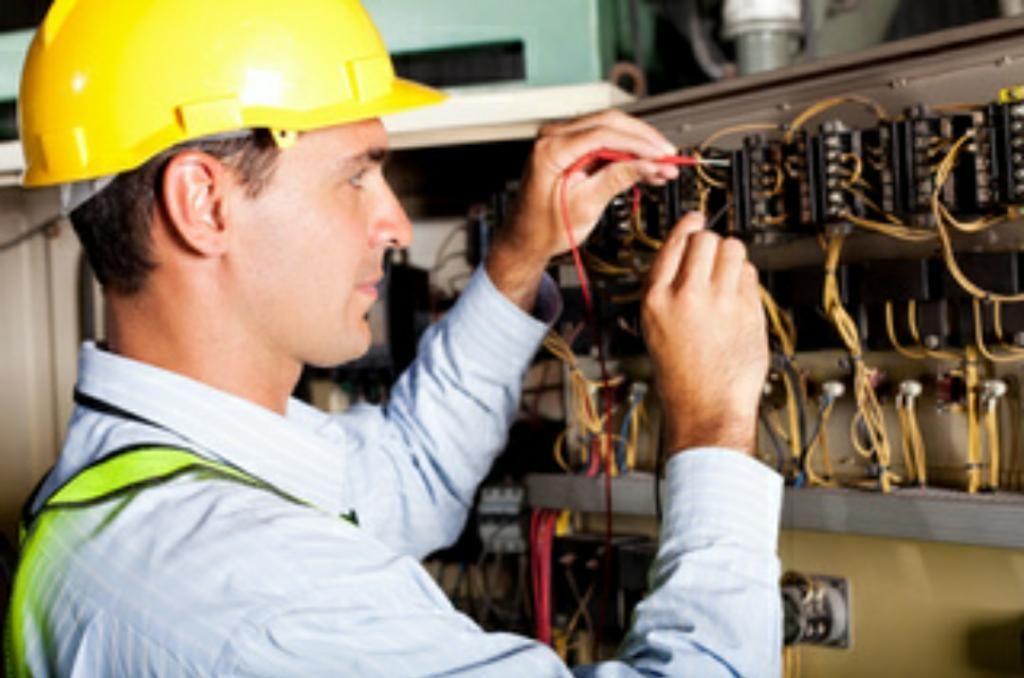 Se Solicita Personal Electricista
