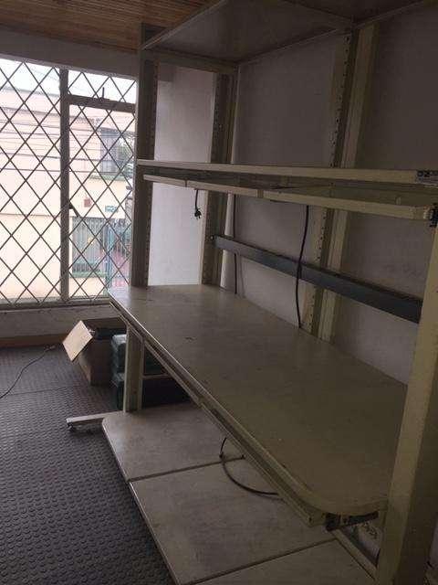Mueble de trabajo / Estante metálico de 4 niveles