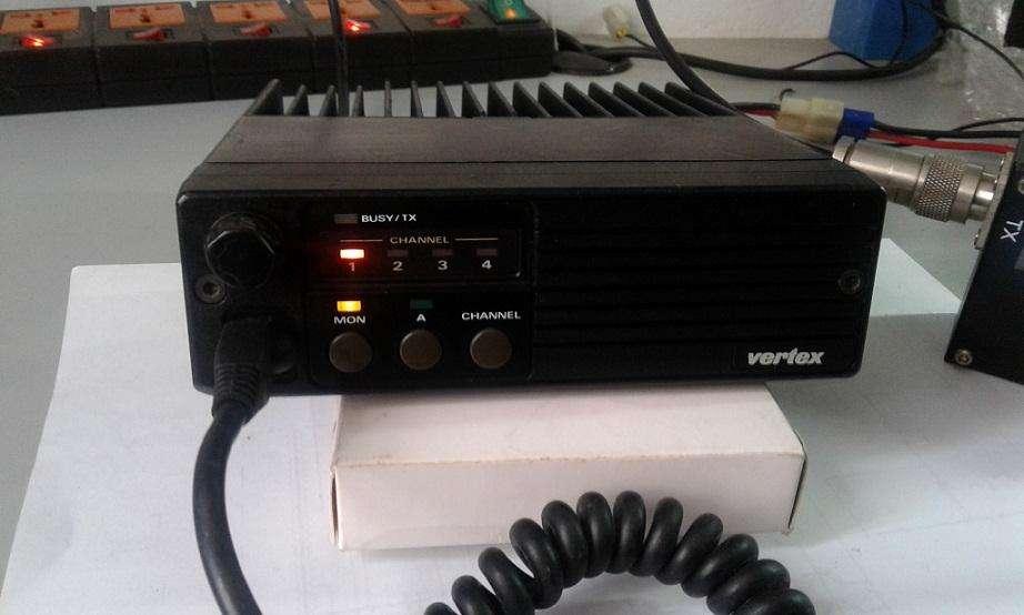 RADIO VERTEX FTL2011 VHF DE 45 WATTS 4 CANALES
