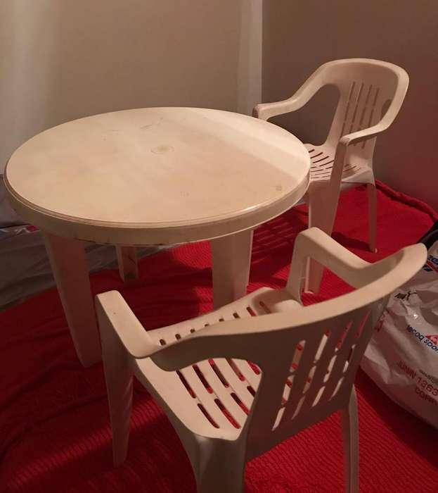 Mesa Y 4 Sillas Plasticas para niños