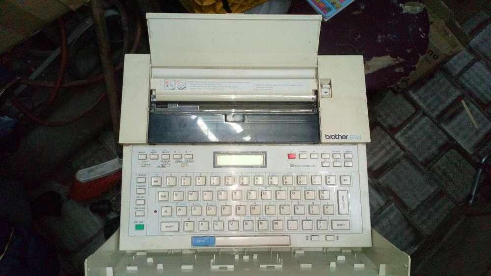 Maquina de Escribir Brother Ep44. Antigua. made in Japón