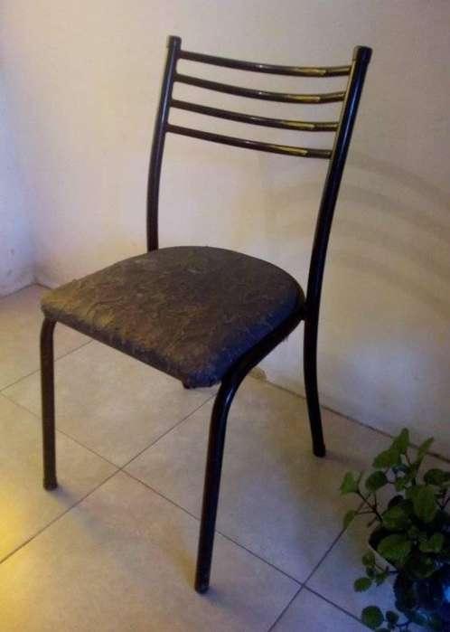 Vendo <strong>silla</strong>s para Comedor. Buen estado. Color Negro. Oferta