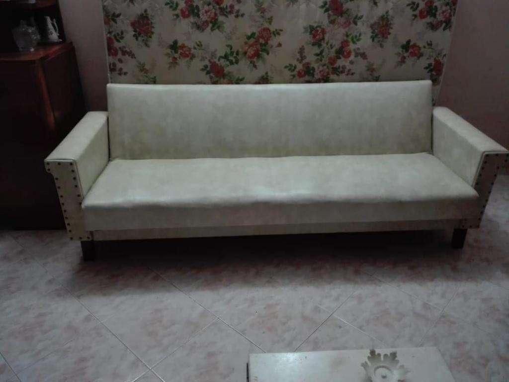 Sofá cama con baulero blanco en perfectas condiciones
