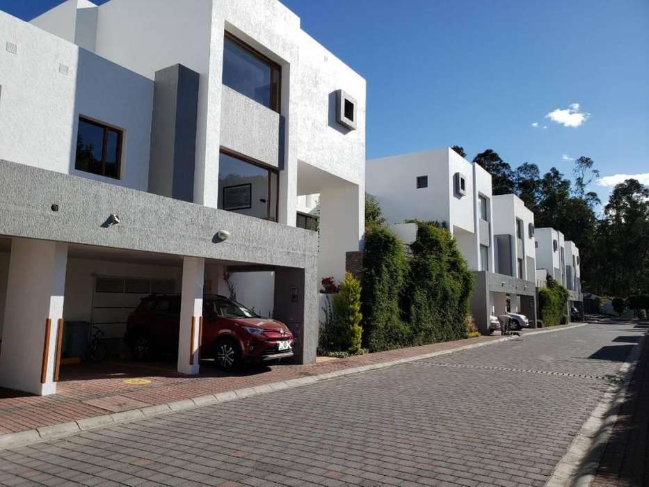 Cumbaya, Santa Lucia Alta, Moderna Casa de Arriendo, Esquinera, Hermosa Vista