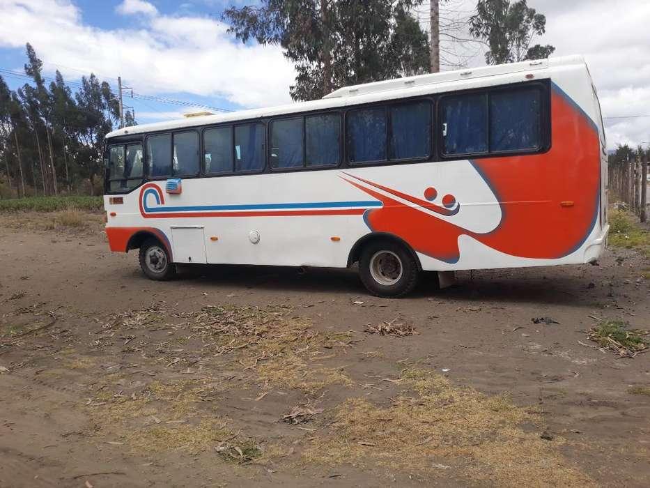 Se Vende Mini Bus Mitsubishi 2002