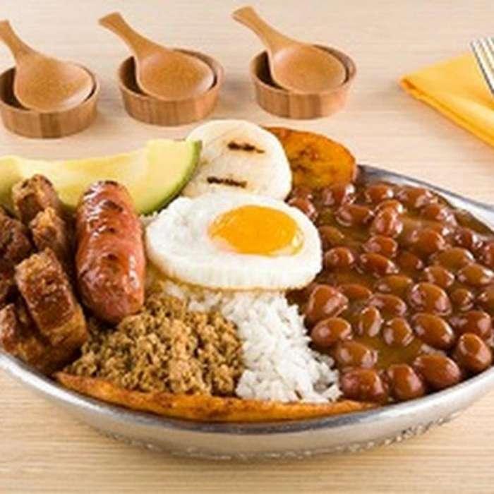 Se Busca <strong>auxiliar</strong> de Cocina Urgente