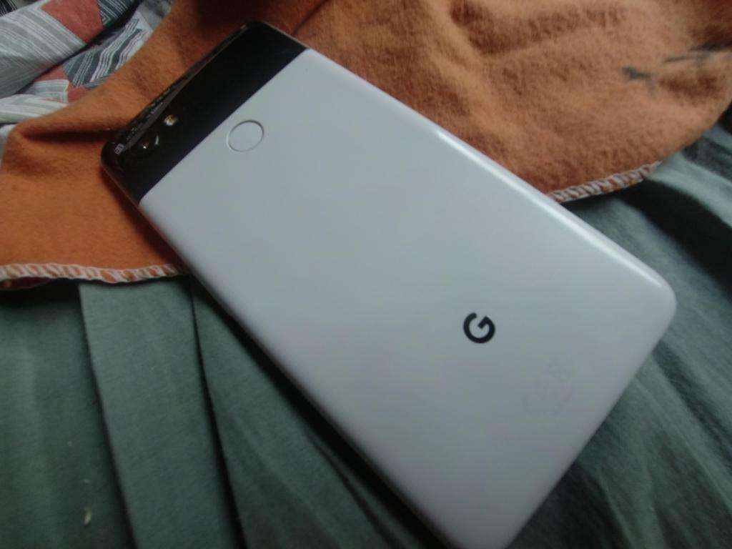 Google Pixel 2xl 64. Panda. permuto por pixel 3