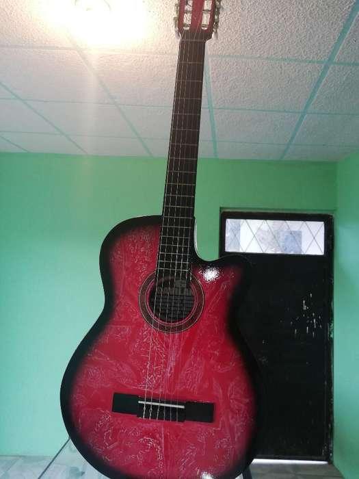 Vendo Hermosa Guitarra con Equalizador