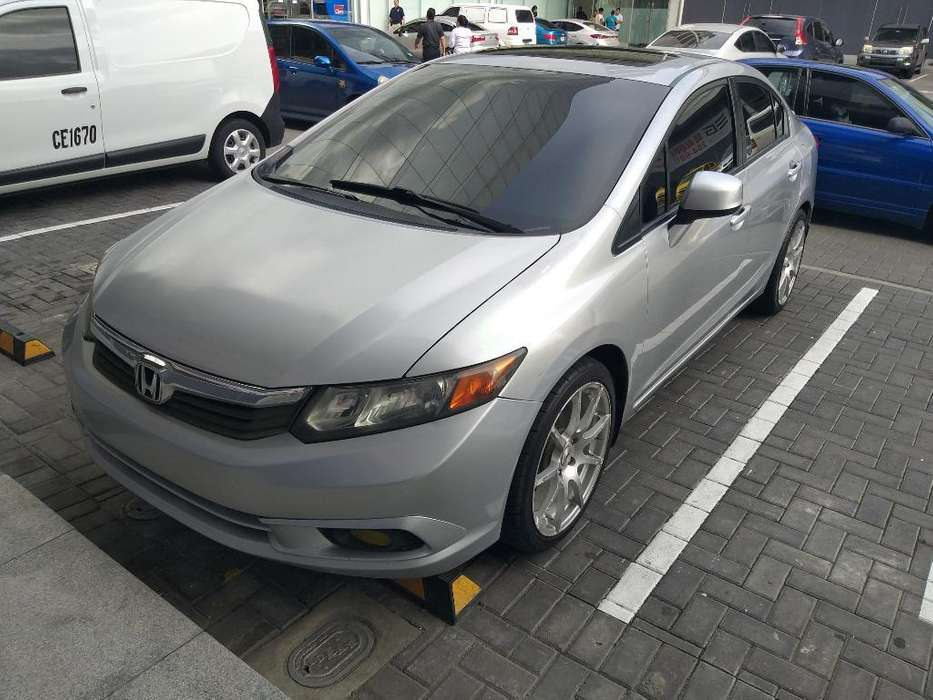Honda Civic 2012 - 122000 km