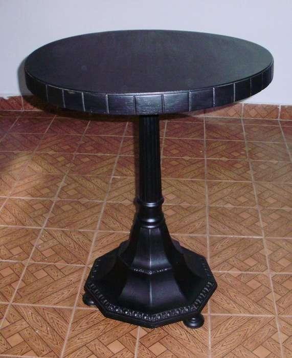 Mesa De Sala Antigua Pedestal Una Reliquia !!!