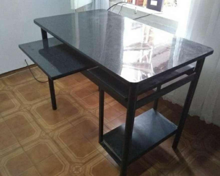 Liquido. Mesa <strong>escritorio</strong>
