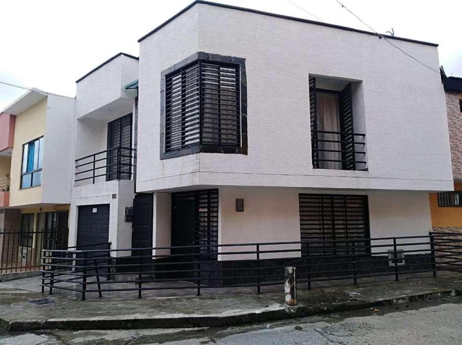 Excelente casa esquinera 2 pisos independientes. 250mt2. Barrio La castilla Armenia.