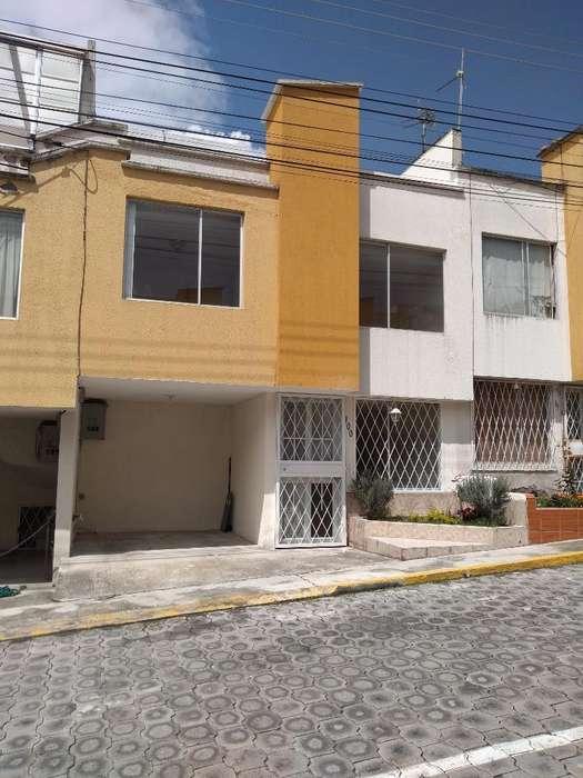 Se Vende Hermosa Casa en Conjto Privado