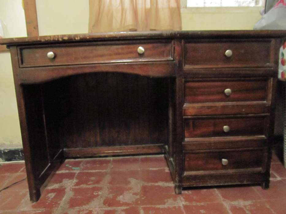 <strong>escritorio</strong> de madera con 5 gavetas