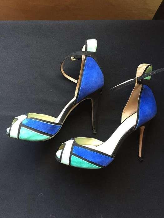 Zapatos taco aguja, marca Zara