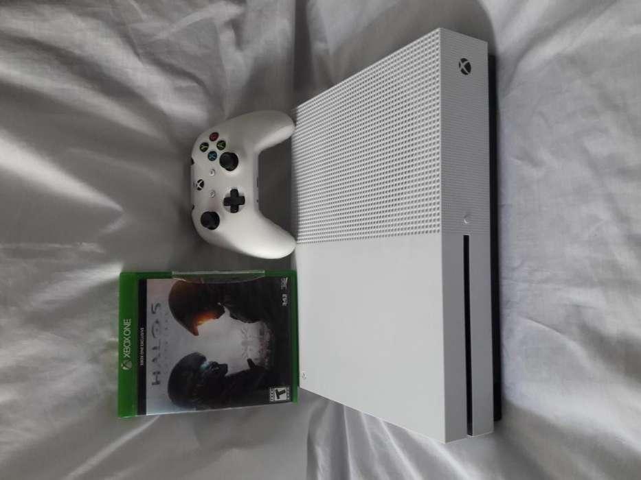 Xbox One s de 1TB halo 5 físico y 2 juegos en memoria con factura y garantia muy poco uso