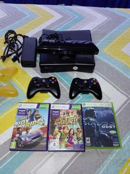 Xbox 360 Slim viene con todos los accesorios de la foto