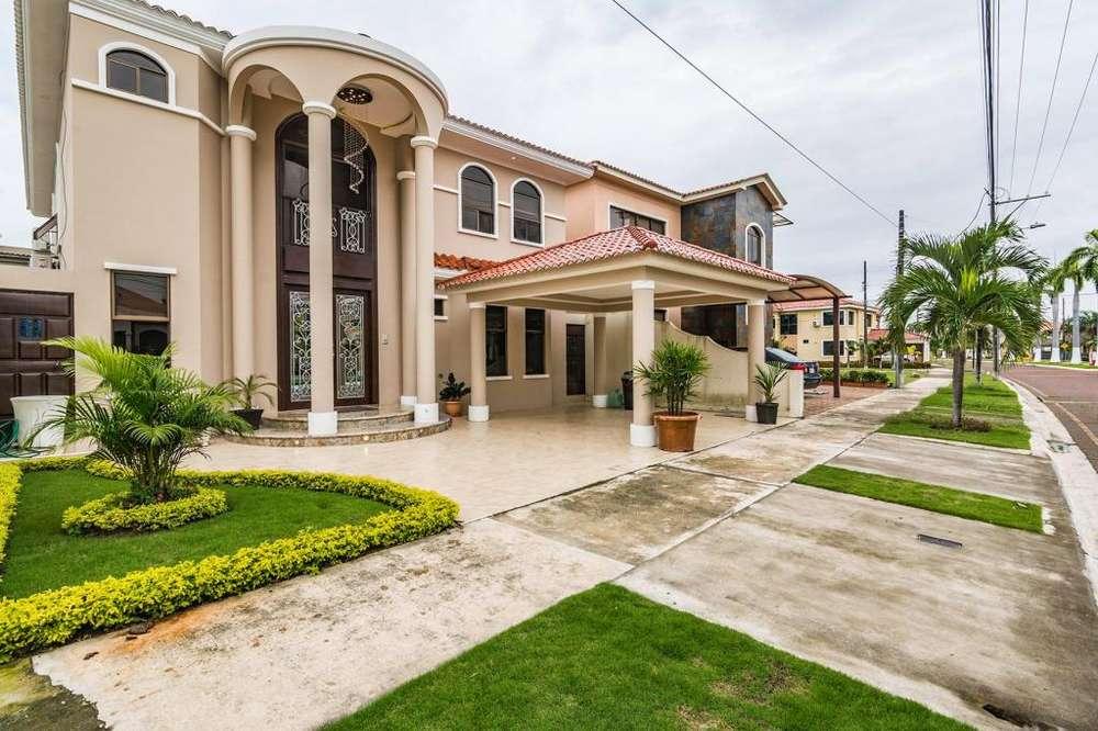 Venta de Casa en Urb. Santa Maria de Casa Grande, cerca al C.C Riocentro El Dorado, Via samborondon