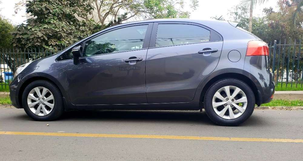 Toyota Yaris 2013 - 48000 km