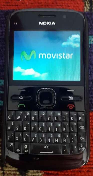 NOKIA E5 con cargador y memoria microSd