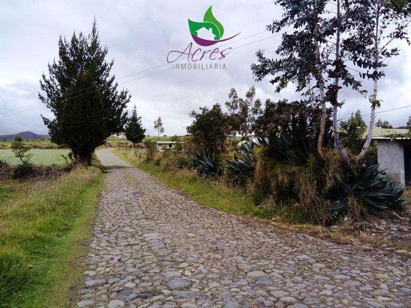 HERMOSA QUINTA DE 6000m2 A 15 MINUTOS DEL CENTRO DE CAYAMBE