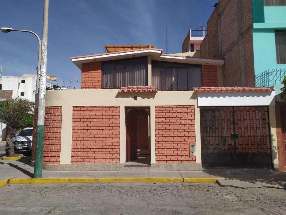 """Hermosa casa en zona residencial privada """"Panorama"""" cerca del Mall Aventura Plaza y del parque Lambramani"""