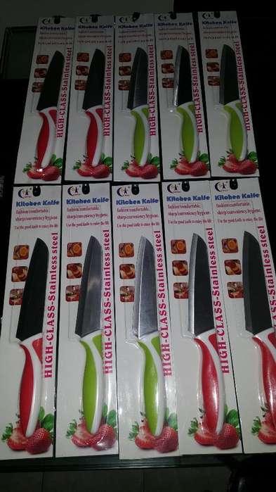 Juego de Cuchillos Nuevos en Dos Colores
