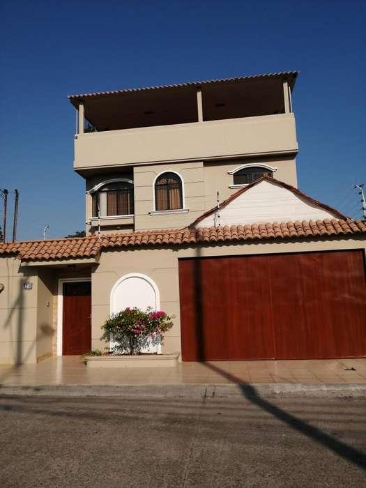 Vendo, casa de dos pisos mas terraza en conjunto cerrado en Bellavista
