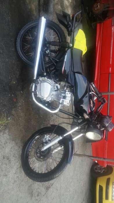 Vendo Moto Akt 2011 con Seguro