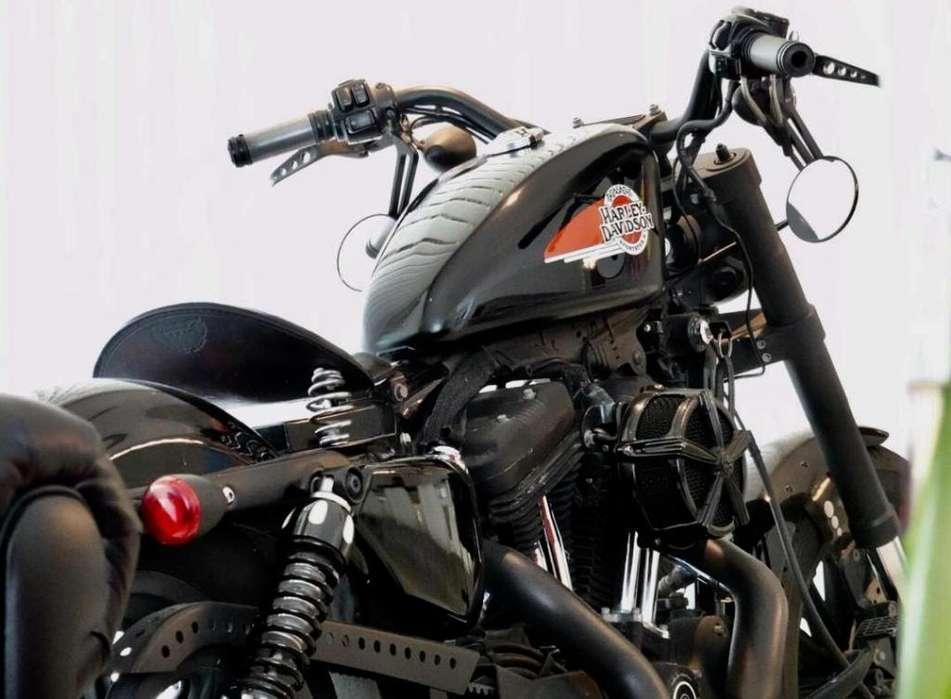 Harley Davidson 883 R