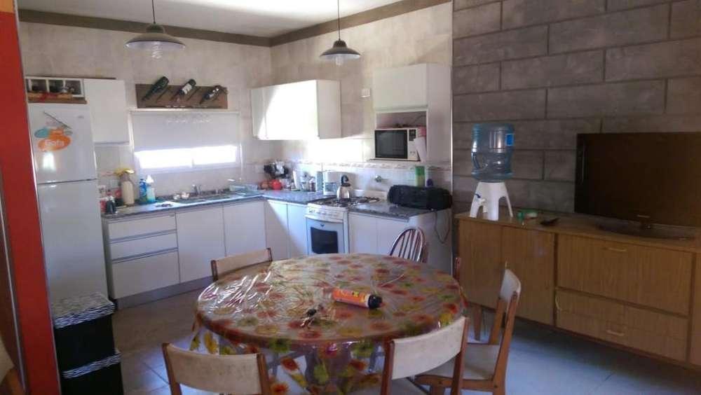 Vendo Casa en Ibarlucea con Pileta