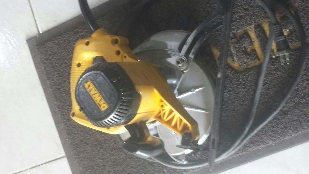 Cierra Circular 7 1/2 1800w 120v