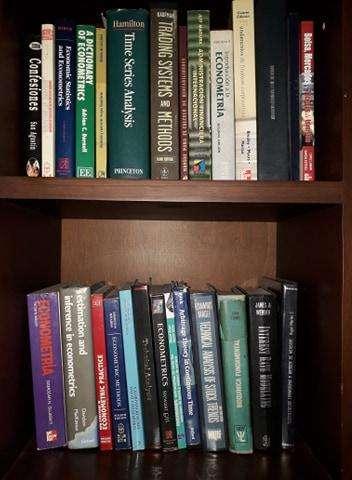 Libros universitarios de economía desde 150.000