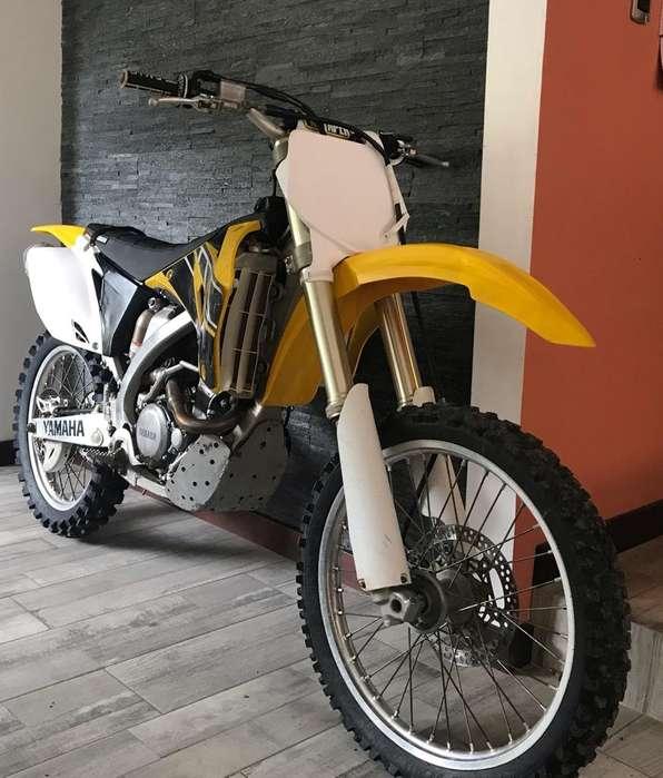 Moto Yamaha Aniversario