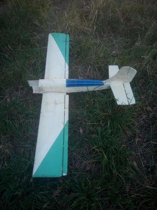 Avión de madera balsa ala baja, para aeromodelismo, a reparar Fuselaje y alas - 500