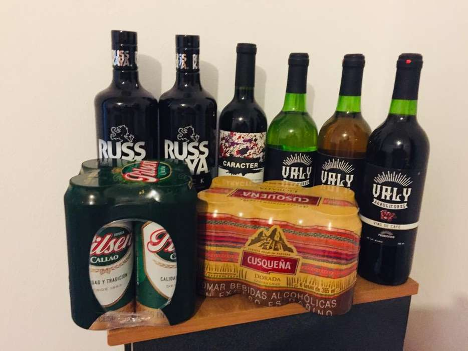 Pack Licores Vodka Russkaya Black Vino Carácter Shiraz Malbec Tinto, Vino de 750 Ml Six Y Four Pack Cusqueña Pilsen