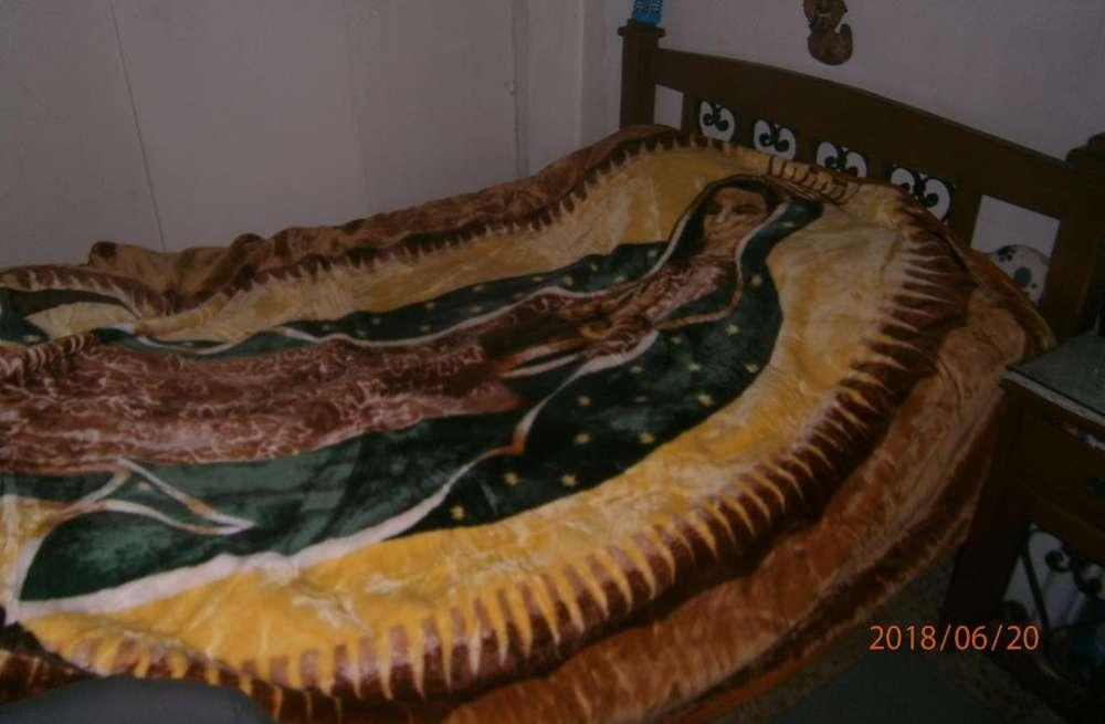Cobija NUEVA fina IMPORTADA con imagen de La Virgen de Guadalupe 90mil
