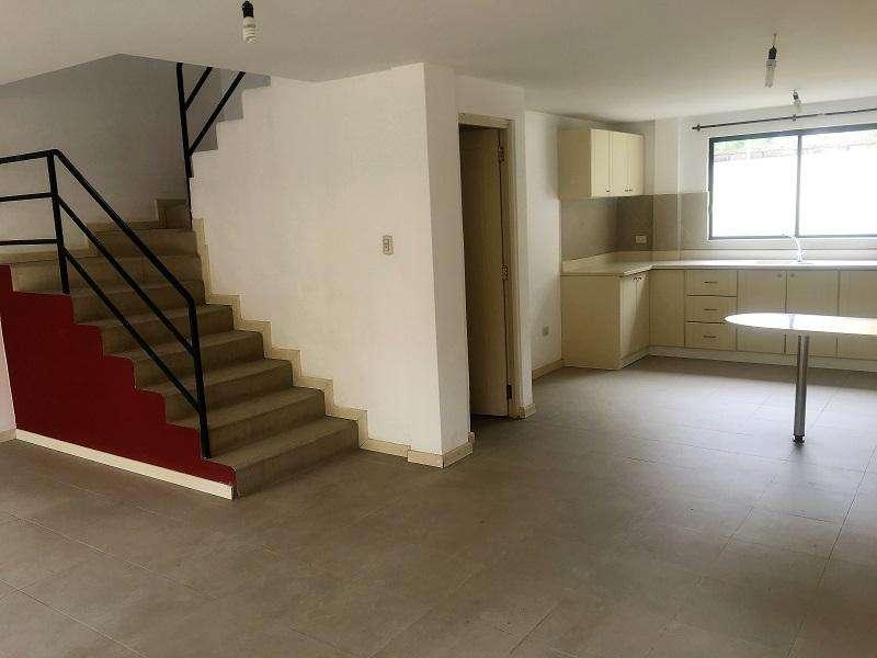 En RENTA, casa en condominio, con espacio verde, sector Río Amarillo.