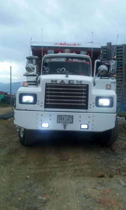 Vendo Volqueta Mack 94