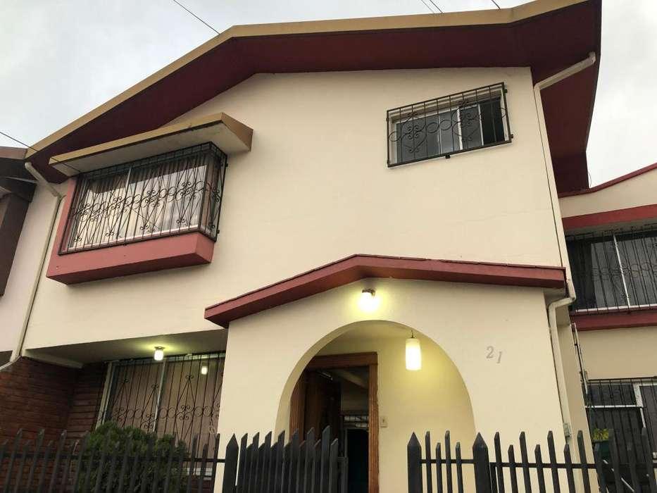 Alquiler casa de tres dormitorios Norte de Quito, Conjunto Residencial Cerrado y seguridad las 24 horas.