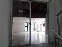 // Hermoso Local Comercial en Arriendo de 120 m2,  Sector Av Eloy Alfaro y Av. 6 de Diciembre