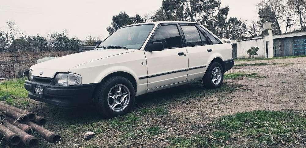 Ford Escort 1992 - 123456789 km