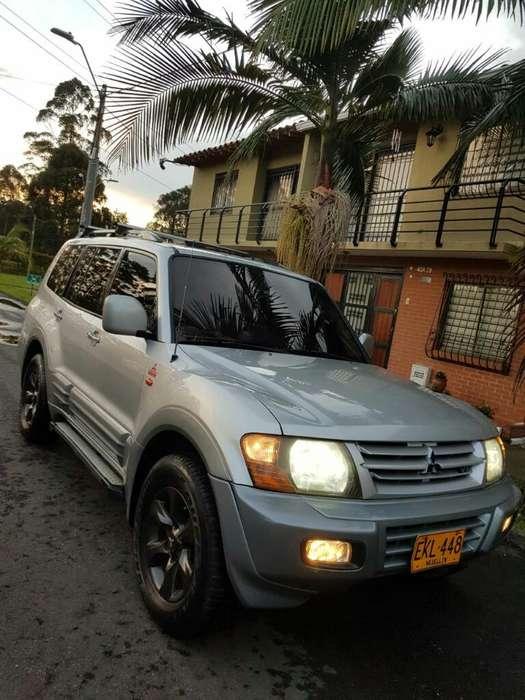 Mitsubishi Montero 2003 - 250000 km
