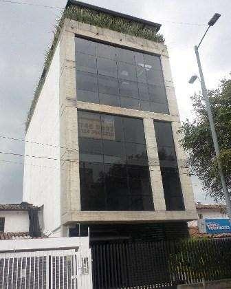 <strong>edificio</strong> 6 pisos, espacios abiertos, terraza, baños por piso, parqueaderos. ascensor capacidad 12 pe 52047