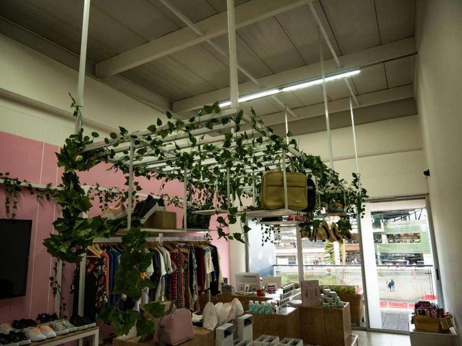 Hermoso mobiliario para local comercial o uso personal y de oficina