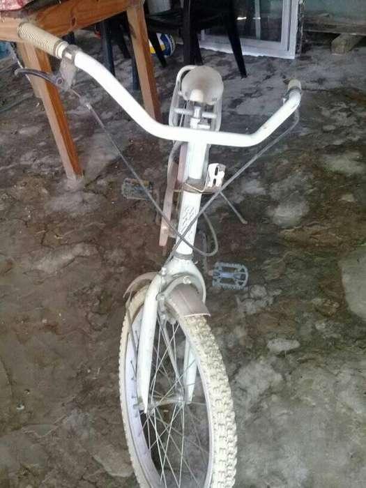 Bicicleta de nena vendo o cambio x una de nene
